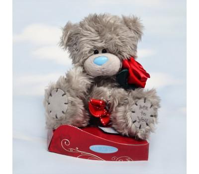 Маленький Теддик с красной розочкой