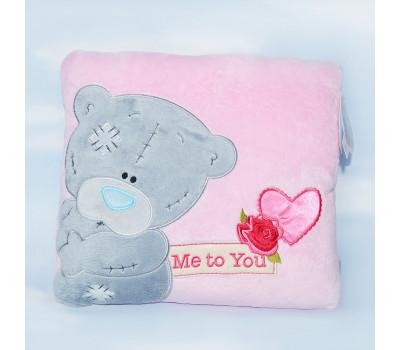 Квадратная розовая подушка Me to You