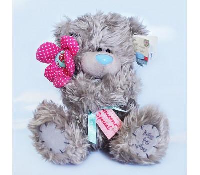 Мишка Тедди с алым цветком