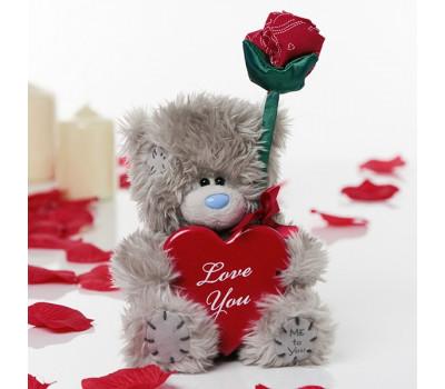 Мишка с розой и сердцем в праздничной коробке