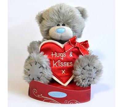 Мишка с сердцем-плакатом Hugs and Kisses