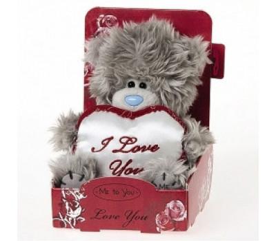 Мишка Тедди держит белое сердце I love you heart