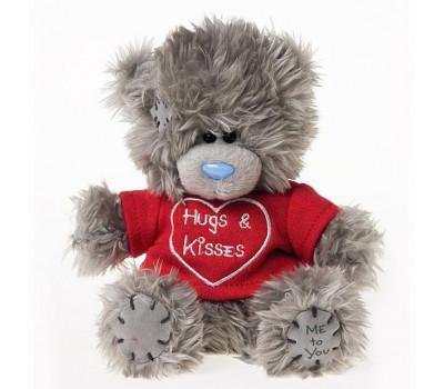 Мишка Тедди в футболке Hugs & Kisses