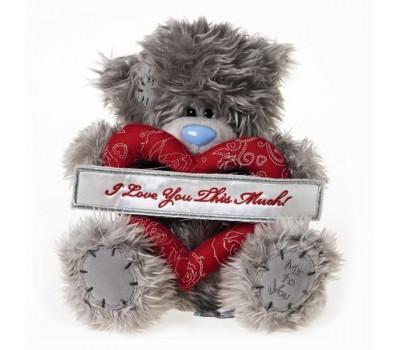 Мишка Тедди держит сердце I love you this much