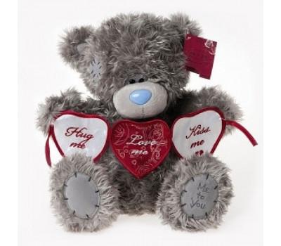 Тедди держит гирлянду из сердечек