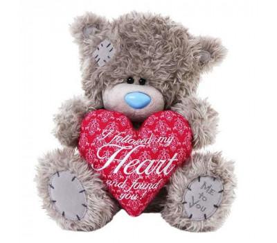 Медвежонок Тедди держит сердце со стихом