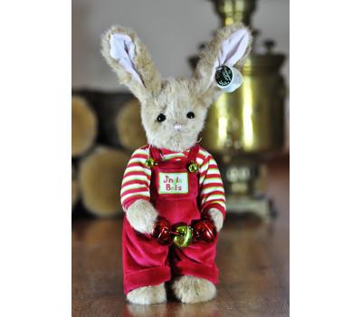 Зайчик Беррингтон в костюме с игрушками в лапках