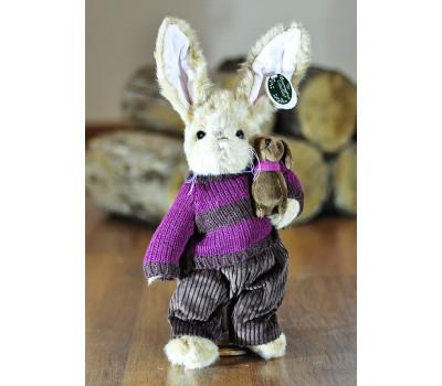 Зайчик Берингтон в свитере и штанишках с собачкой