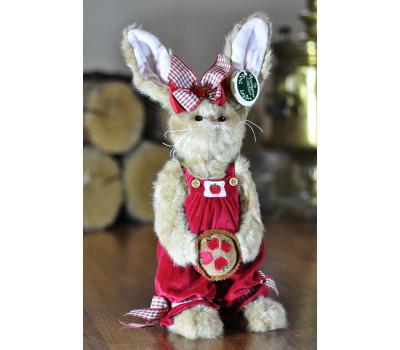 Зайка Берингтон в платье-сарафане с кексом